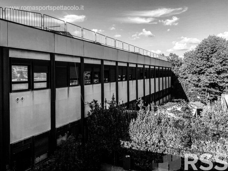 Ospedale Sandro Pertini - bianco e nero - facciata laterale