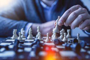 """Il romano Vocaturo, """"re"""" degli scacchi, ospite del Progetto SME"""