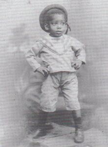 Il piccolo Leone visse l'infanzia in una zona del Congo Belga che oggi sta in Angola