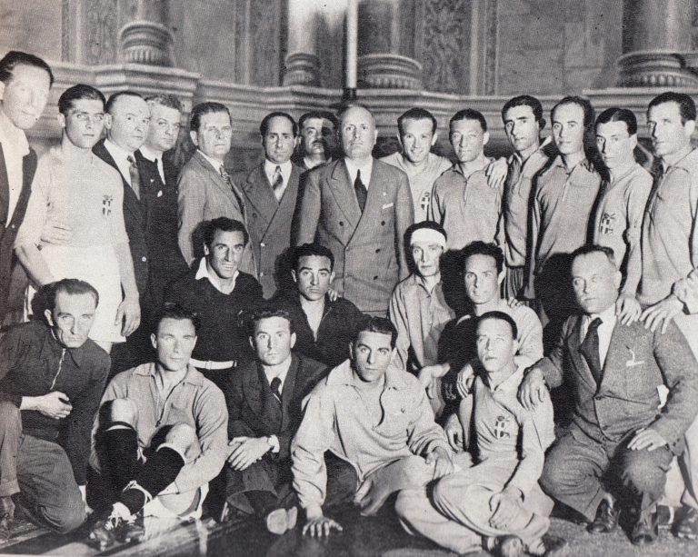 2. La squadra azzurra con Mussolini a Palazzo Venezia pochi mesi prima del torneo