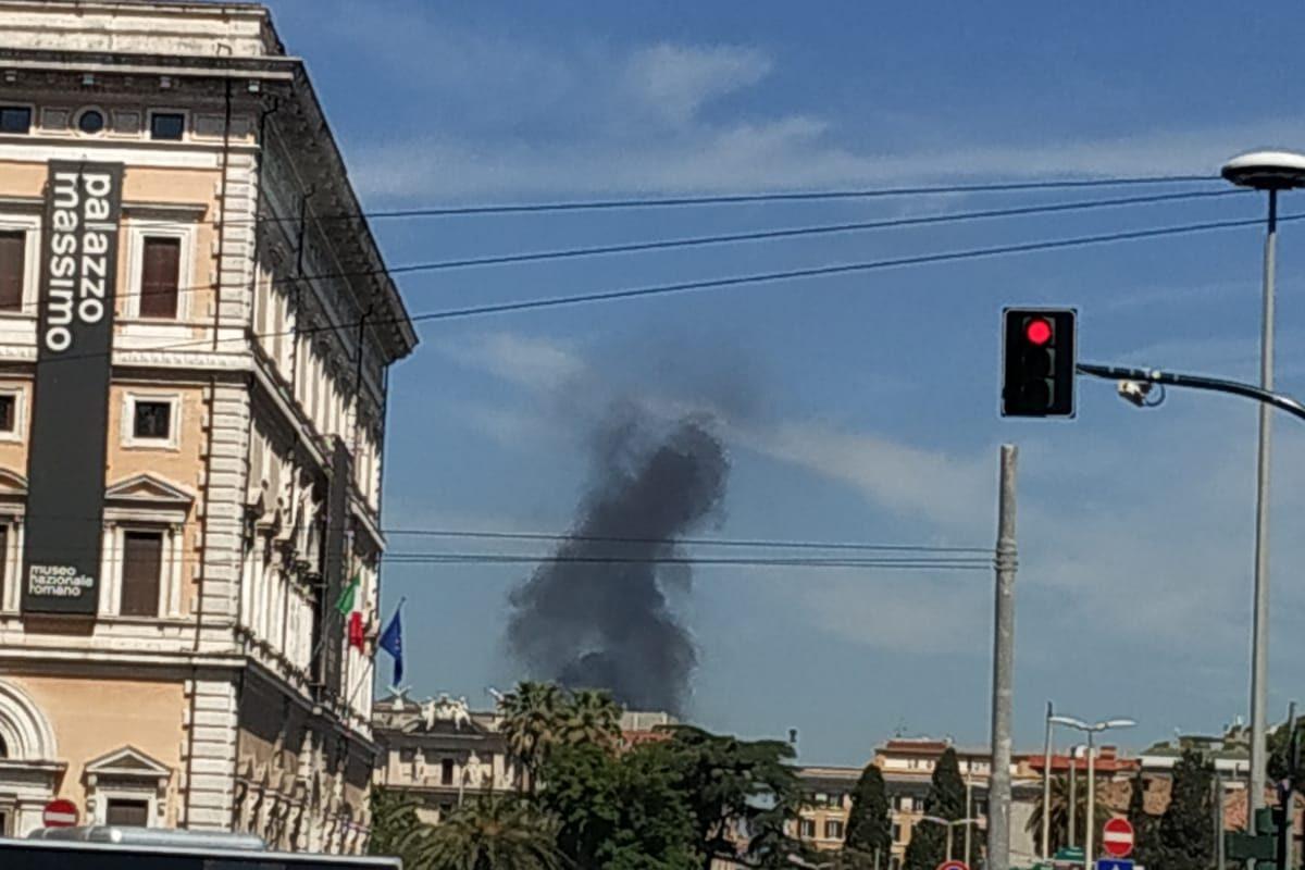 Bus in fiamme via flaminia
