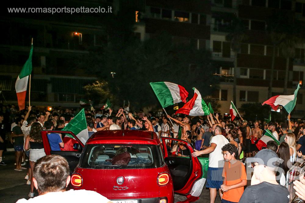 L'Italia intera festeggia gli azzurri