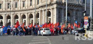 Metalmeccanici in piazza della Repubblica. Whirpool ed Elica al Ministero per lo Sviluppo Economico.